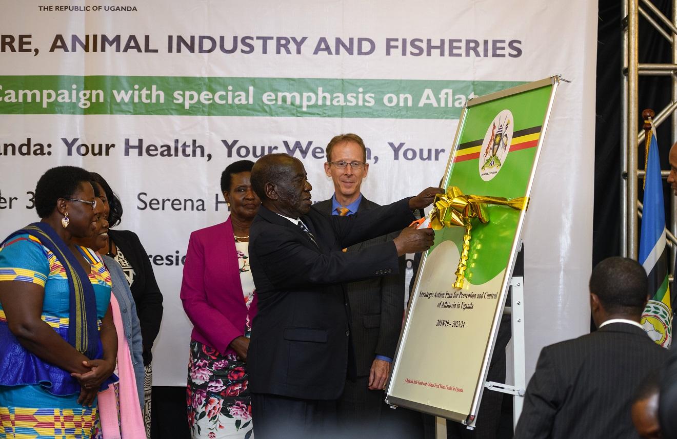 Vicepresidente de Uganda lanza campaña de aflatoxinas