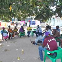 Farmers of Kassa Kunda village of Western Gambia are meeting to discuss radio messages on weather and climate change
